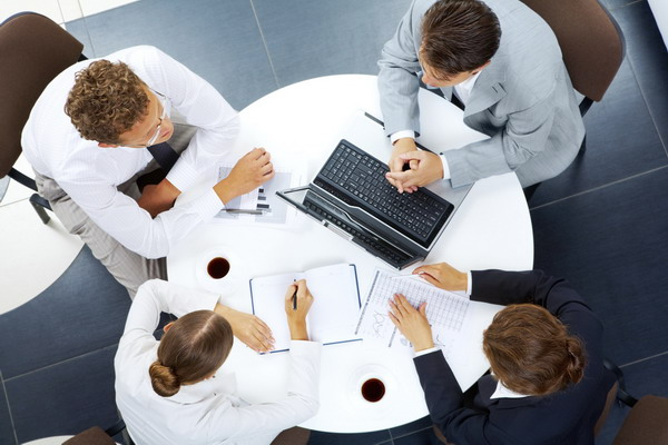 Meetings_1round_the_table